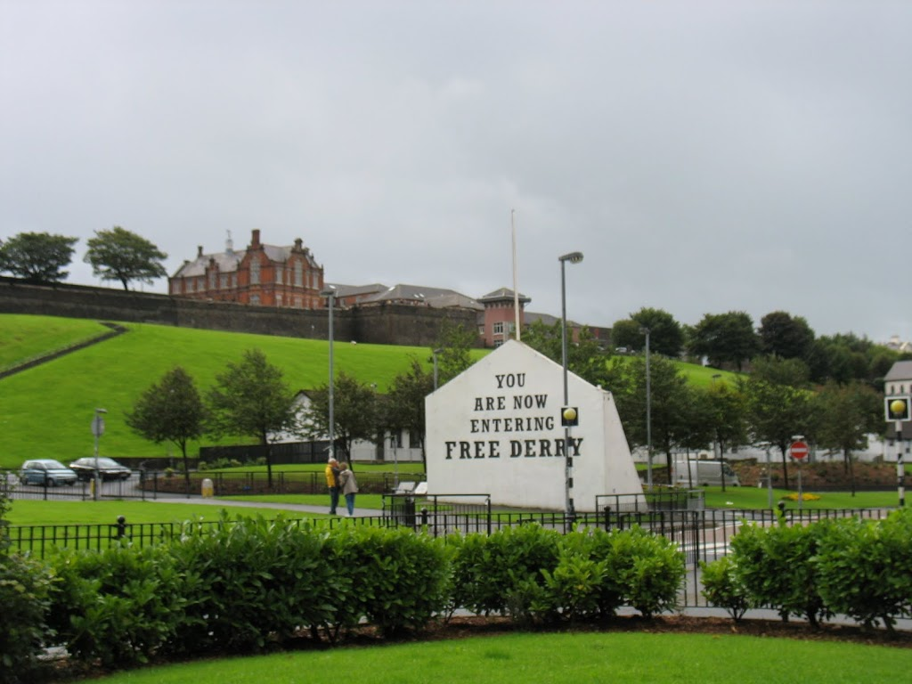free-derry-wall-from-distance