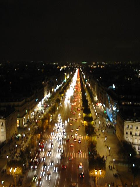auuuuuuuuuu Champs Elysee …