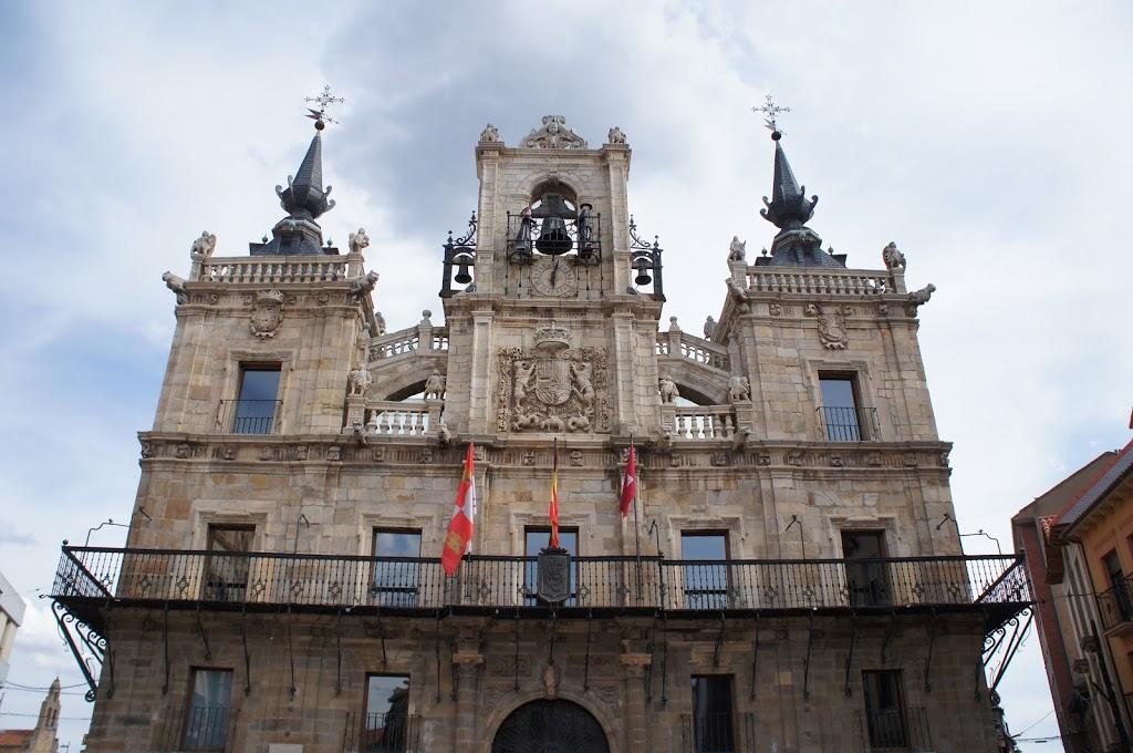 Maragatos & the Astorga clock tower
