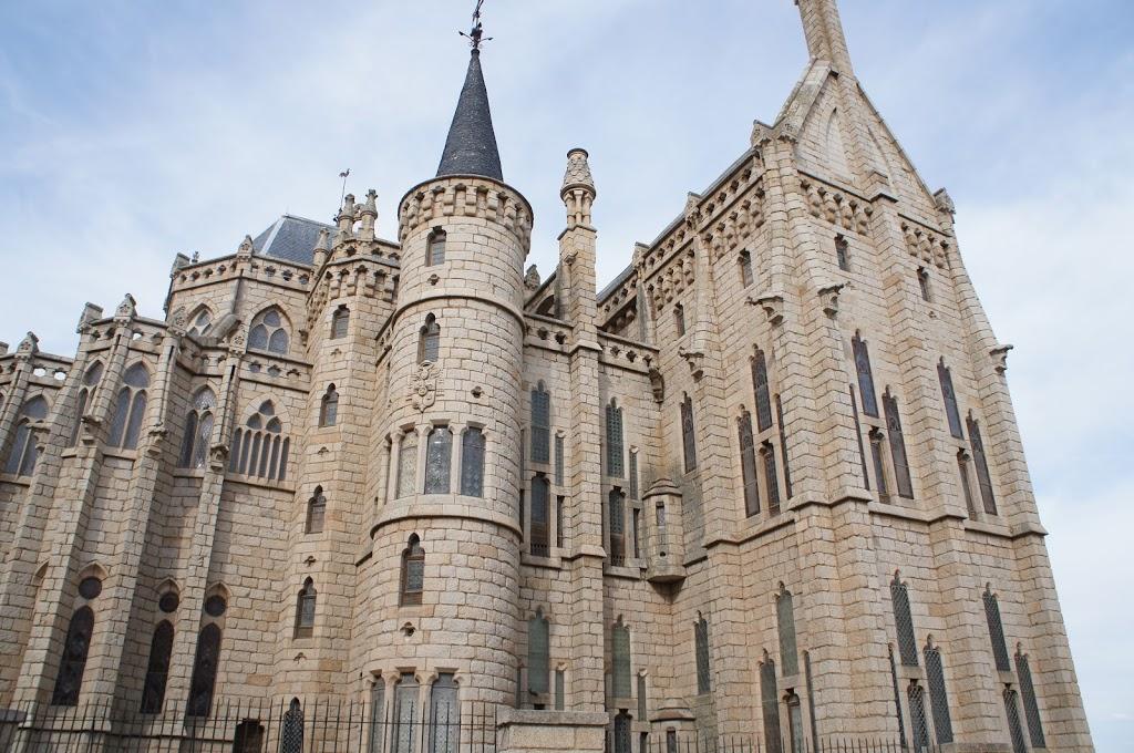 Gaudí's Palacio Episcopal